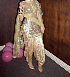 Just Indian Hoes Punjabi Dress, Pakistani Dresses, Indian Dresses, Indian Outfits, Punjabi Suits, Indian Clothes, Punjabi Fashion, Bollywood Fashion, Indian Fashion