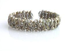 Crescent beads bracelet  http://www.sashe.sk/kacenkag/detail/mesiacikovy-hnedo-sedy
