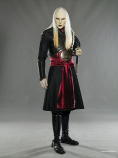 Prince Nuada, looking quite dashing in black and burgandy... (Click to view image full size.)