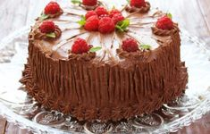 Tort cu ciocolata si zmeura Something Sweet, Dessert Recipes, Food And Drink, Pudding, Sweets, Cakes, Recipes, Pies, Deserts