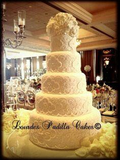 Bruselas lace cake, design by Lourdes Padilla