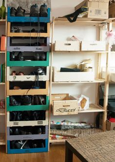 Discover recipes, home ideas, style inspiration and other ideas to try. Diy Projects To Try, Pallet Projects, Home Sweet Hell, Trendy Home, Ladder Bookcase, Ideas Para, Shoe Rack, Diy Home Decor, Inspiration