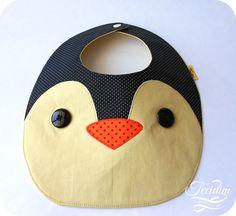 Babador Pinguim. Confeccionado em tricoline estampada 100% algodão. É uma ótima opção de presente para chá de bebê ou visita à maternidade.