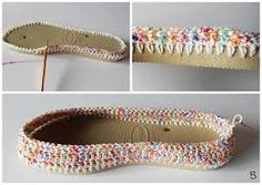 Crochet Slipper with flip flop sole. Could attach yarn for knitting patterns. Crochet Slipper Boots, Crochet Slipper Pattern, Crochet Sandals, Crochet Slippers, Crochet Patterns, Knitting Patterns, Crochet Diy, Love Crochet, Crochet Crafts