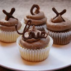 Snickers Chocolate Cupcakes