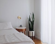 Life, Death, and Minimalist Bedroom If want to get the room to look coordinated put matching lamps on each one of the tables and it'll help tie both looks together. It's simple to wash the room in case the bags… Continue Reading → Minimalist Room, Minimalist Home Decor, Bedroom Design Minimalist, Minimal Bedroom, Minimalist Apartment, Minimalism Living, Decoration Inspiration, Decor Ideas, Beautiful Decoration