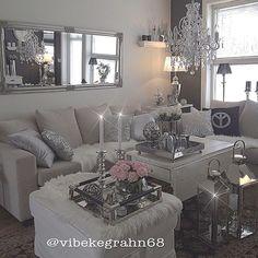 Instagram & Cute feminine decor. Ideas for walk in closet with makeup area ...