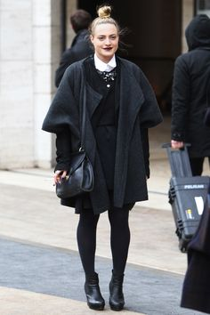 Los mejores looks de Street Style en la Semana de la Moda de Nueva York: total look en negro