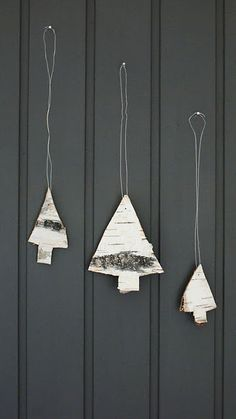 I can't believe I'm already thinking about holiday decorations. These little Christmas trees will be great hanging from my bar. Simple ♥ Pretty