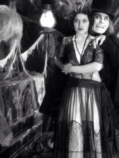 Marceline Day and Lon Chaney in London After Midnight.