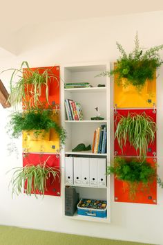 So much colour - I love it (I'm a sucker for orange!). The Green Pockets® bring colour to an interior wall, they frame this book shelf so fabulously and the live plants bring oxygen and energy inside. Moss Wall, Decorative Planters, Cleaning Walls, Plant Wall, Interior Walls, Wall Hanger, Diy Wall, Paneling Ideas, Indoor