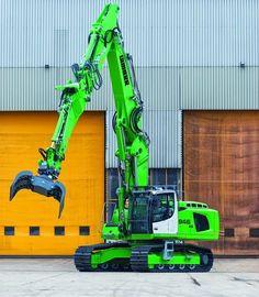 Liebherr - The R 946 Demolition Lift Operator Training OSHA & ANSI Compliant www. Heavy Construction Equipment, Construction Machines, Heavy Equipment For Sale, Mahindra Tractor, Caterpillar Equipment, Crawler Crane, Tractors For Sale, Logging Equipment, Tonka Toys