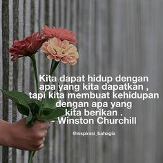Kita dapat hidup dengan apa yang kita dapatkan  tapi kita membuat kehidupan dengan apa yang kita berikan . - Winston Churchill ================= #inspirasibahagia #inspirasihidup #cinta #kalimatindah #kataindah #memberi #powerofgiving #bahagia #kehidupan #kebahagiaan #bahagia #berbagi #sedekah