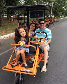 Domingo no Eixão! Delícia de passeio!  #família #domingo #eixao #piquenique #amigos #descanso #brasilia