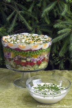 Tätä salaattia meillä syötiin jo juhannuksena. Piti jo aiemminkin julkaista se, mutta kesä on vain yhtäkkiä mennyt hiljaisella postaustah... Appetizer Recipes, Salad Recipes, Snack Recipes, Cooking Recipes, Healthy Recipes, Snacks, Salat Al Fajr, Healthy Cooking, Healthy Eating