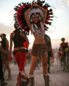 Pin van high thai // thailand inspired boho yoga clothing an Burning Man Style, Burning Man 2014, Burning Man Girls, Burning Man Fashion, Burning Man Outfits, Preppy Mens Fashion, Indian Men Fashion, Women's Fashion, Rave Halloween