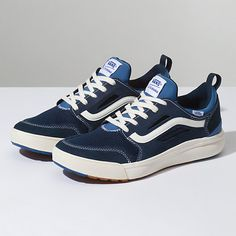 Sneakers Vans, Moda Sneakers, Pumas Shoes, Sneakers Fashion, Hot Shoes, Men's Shoes, Vans Store, Tar Heels, How To Make Shoes