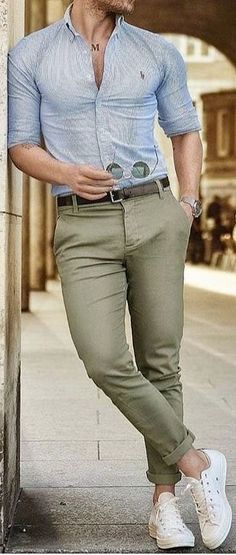Mature tight ass in green pants