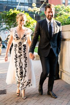 John Krasinski Flew Miles Every Weekend to See Emily Blunt and His Daughters Hollywood Couples, Celebrity Couples, Emily Blunt Daughter, John Krasinski Emily Blunt, Dwayne The Rock, Famous Couples, Charity Event, If I Stay, Jennifer Garner