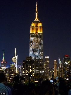 Cecil the lion projected on to Empire State Building in New York light display | Daily Mail Online
