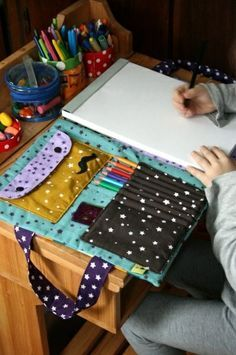 Bag artist ... the tutorial! Adult version: writing pad, pencils, pens, sharpies, zentangle pad...