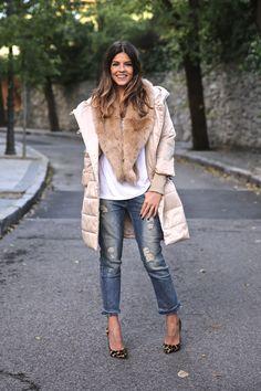 Winter look with beige coat, boyfriend jeans and leo pumps. Look de invierno con abrigo beige, vaqueros boyfriend y estiletos leopardo