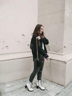 Beside Church   Minimalist Outfit - More Dolce Vita, Mode für Frauen, Herbstmode, Chanel Tasche, Zara Jacke, Parisienne Minimalist Outfit, Neue Outfits, German Fashion, Pullover, Zara, Inspiration, Minimalist Clothing, Chanel Tote Bag, New Looks