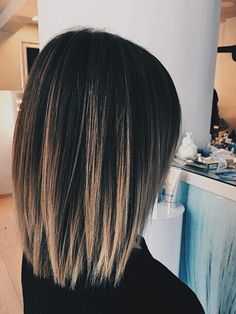 Dark base with highlights Ombre Hair Color For Brunettes base Dark darkle highlights Mit Ombré Hair, Blonde Hair, Medium Hair Styles, Curly Hair Styles, Short Dark Hair, Dark Brown Hair With Low Lights, Hair Color And Cut, Bob Hairstyles, Wedding Hairstyles