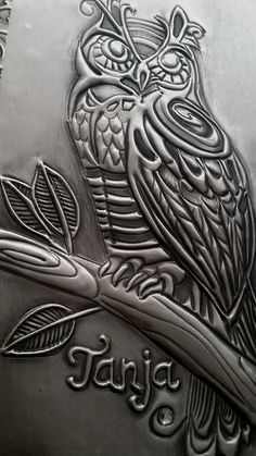I aspire to. Pewter Art, Pewter Metal, Metal Projects, Metal Crafts, Aluminum Foil Crafts, Polymer Clay Painting, Metal Worx, 8th Grade Art, Owl