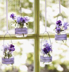 Ideen Frühling babygläser stiefmütterchen lila fensterdeko                                                                                                                                                                                 Mehr