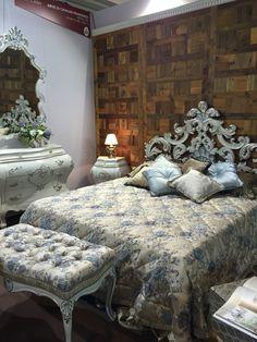 Testata letto intagliata in veto legno laccata anticata con foglia argento