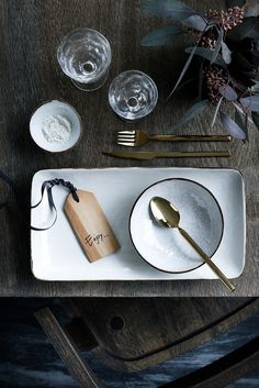 There is something about a perfectly set table isn't there ? I love these settings by Broste Copenhagen for their new catalogue. The muted colors go so well with the gold cutlery (which is so lovely isn't it ?) and the different textures. Thanksgiving Table Settings, Christmas Table Settings, Wedding Gift Cutlery, Natural Wedding Gifts, Gold Cutlery, Broste Copenhagen, Hanging Pendants, Wooden Gifts, Modern Christmas
