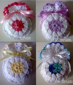 sachet senteur A Several sachet / gift bag charts Crochet Diy, Filet Crochet, Crochet Sachet, Blog Crochet, Crochet Home, Crochet Gifts, Crochet Motif, Crochet Doilies, Crochet Flowers