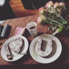 Valentín je za rohom a neostal Vám čas pripraviť sa naň? Pozrite sa ako rýchlo a jednoducho zbúchať niečo milé pre svoju polovičku na poslednú chvíľu :) Tableware, Kitchen, Cooking, Dinnerware, Dishes, Home Kitchens, Kitchens, Place Settings, Cucina