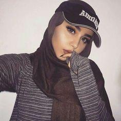 Just smile.  Pinterest: @Sumaya♥ Hijabi Girl, Girl Hijab, Hijab Outfit, Arab Fashion, Muslim Fashion, Modest Fashion, Beautiful Muslim Women, Beautiful Hijab, Hijab Makeup