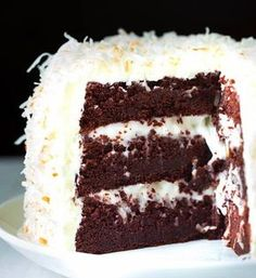 Chocolate cake with coconut cream filling and marshmallow buttercream frosting . Chocolate cake with coconut cream filling and marshmallow buttercream frosting . Cupcake Recipes, Cupcake Cakes, Dessert Recipes, Poke Cakes, Frosting Recipes, Marshmallow Buttercream, Buttercream Frosting, Marshmallow Cream, Marshmallow Sweets