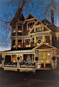 The ultimate! A stately Victorian home in San Francisco. Via the examiner.com.