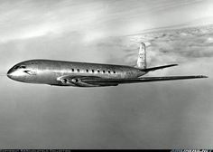 Check out the de Havilland Comet, an aircraft that launched great progress in commercial aviation. Aviation Center, Aviation Art, Civil Aviation, Aircraft Maintenance Manual, De Havilland Comet, Airline Cabin Crew, Old Planes, Airplane Photography, Passenger Aircraft