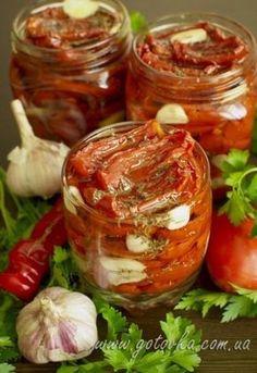 Вяленые помидоры стали очень популярны в последнее время. Но стоят очень дорого, а рецепт вяленых помидор очень прост. Вяленые помидоры шикарны как закуска сами по-себе. Их добавляют в хлеб, в пироги…