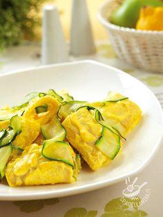 Paccheri with saffron ricotta and zucchini - Se vi assale la voglia di qualcosa di gustosissimo ma al contempo molto molto veloce, provate i Paccheri gialli con ricotta e zucchine! #paccheriallaricotta