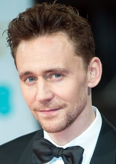 If you look really closely at his eyes, one can see what looks like little stars. I LOVE Tom's eyes! They are SO gorgeous and SO cool!!! Agreed? :D