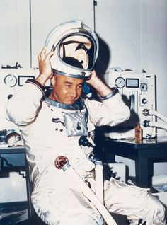 Astronaut Virgil I. Grissom takes off his helmet prior to the first manned altitude test Astronauts In Space, Nasa Astronauts, Gus Grissom, Apollo Spacecraft, Project Mercury, Apollo Space Program, Apollo 1, Apollo Missions, Kennedy Space Center