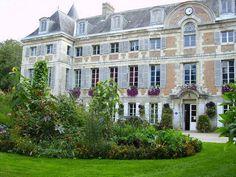 Château de Dormans - 1600 EUR for the weekend 200 people max.   http://www.dormans.fr/wp-content/uploads/2015/06/tarif-location-salles-2016.pdf