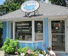 "Croton's ""the-blue-pig-ice-cream-shop"" on route 9A   GREAT PLACE-4th of July treat"