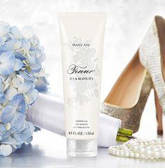 Crea espuma, limpia la piel y la deja ligeramente perfumada con Forever Diamonds™ Shower Gel de edición limitada†. ¡Despierta tus sentidos! Disponible en mi tienda en línea. http://fw.to/ethyJyT