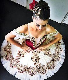 いいね!94件、コメント1件 ― Arabesco Artigos para Dançaさん(@arabescodanca)のInstagramアカウント: 「Casquete para Paquita ❤ #balletbeauty #dance #arranjoarabesco #arranjodeflores #arranjodeballet…」
