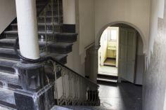 Een van de vele trappen.