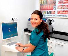 Nasce il 5 febbraio 1988 a Bihać, in Bosna Erzegovina. Frequenta a Zagabria la scuola elementare, così come la scuola superiore di odontotecnica, raggiungendo ottimi risultati nell'intero percorso scolastico. Nel 2005 si iscrive alla facoltà di Stomatologia di Zagabria dove si laurea il 5 luglio 2012.Nello stesso anno prosegue con la propria formazione iscrivendosial dottrorato post laurea per gli studi di Medicina dentale.