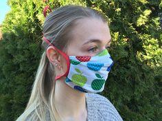 Ein selbstgenähter Mund-Nasen-Schutz kann dazu beitragen, dass sich das Corona-Virus/COVID-19 nicht so stark ausbreitet. Die Einschätzung gibt das Robert-Koch-Institut ab. Hier die Hinweise des RKI und eine Nähanleitung für einen Behelfsmundschutz.