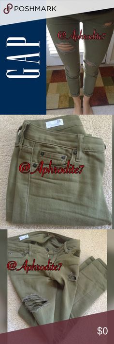 Military green girlfriend jeans Gorgeous jeans great for any time of the year I really like them but they are too tight on me 😩... 🚫NO HOLDS 🚫 NO TRADES... ALL OFFERS ARE WELCOME PLEASE USE THE OFFER BUTTON 😊 Old Navy Jeans Boyfriend